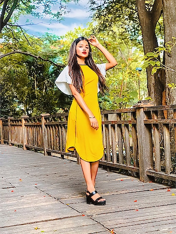 🌻  Only accessory a pair of good wedges 👠  #thestylemilaner #indianfashion #fashionblogger #monsoon #colours #roposo #roposoblogger #roposoinfluencer