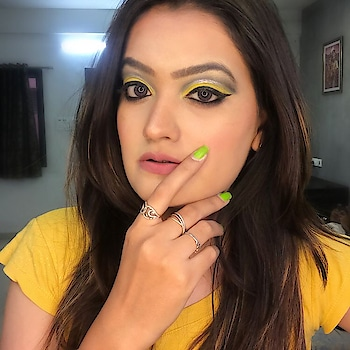 Yellow & Black 💛🖤 Have you guys seen this makeup tutorial on Instagram? It's up on my IGTV? If not go and check it now ❣️❣️ #styleaddictgirl #makeupbykhyatikansari  #makeupvideo #makeup #makeuptutorial #makeupartist #mua #beauty #wakeupandmakeup #makeupvideos #hudabeauty #makeuplover #muas #makeupaddict #makeupoftheday #makeupideas #makeupparty #makeuplook #mac #makeupart #make #eyeshadow #makeuptime #makeuplooks #makeuplife #makeupartistsworldwide #yellowmakeup #makeuponfleek #roposo #soroposo #beautyblogger