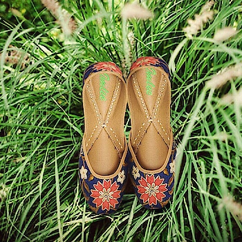#Comfort first! Featuring #blue leather juttis by Imlee Jaipur, embroidered with #pink & grey #blooms: https://www.indiancultr.com/new-arrivals/take-a-walk-by-imlee-jaipur?trk=hmpg-slider #love #footwear #festive #ethnic #wedding #beautiful #handmade #india #makeinindia #wow #amazing #women #shoponline #designer #new