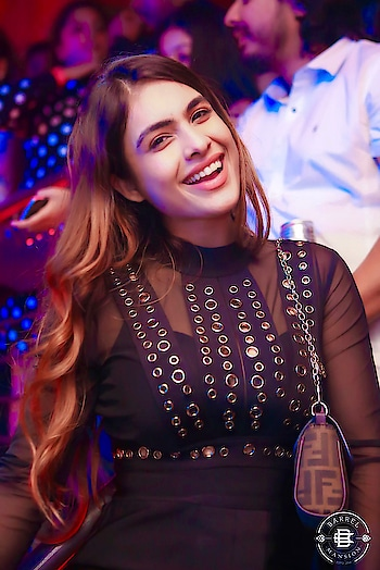 Real Candid smile 😊 😍♥️ my happy happy face 🤩🤩🤩  : #smile #realcandid #candidsmile #happyface #happygirl #candid #happygirlsaretheprettiest #happyme #partynight #weekendtime #weekend #party #partymode #sakhiyaan #dance #bollywood #bollywoodnight #djchetas #lotsoflove  #pollywood #barrelmansion #barrelmumbai #saharastarhotel  #nehamalik