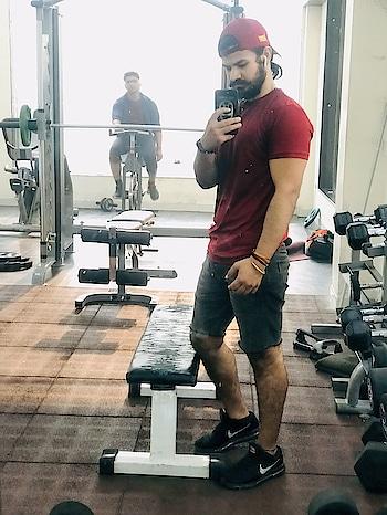 Gym freak in making!! #gym #gymfreak #gymwale #gymboys #gymlife #selfie #hairstyle #beardo #kundimoochh #kundimuchh #kundimooch #dit #fitindians #fitness #fitnessfreaks #fitbit
