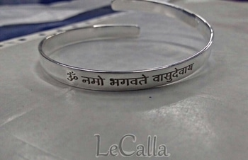 Engraved kada, bangle cuff for gifting- men,women,kids. Order Now: https://goo.gl/PnFrXR  #lecalla #giftingideas #silverjewellery #getpersonalised #makememories #musthaves #giftideas #evagreen #handaccessory #mensgifting #mensfashion #mensaccessories #ordernow😍 #onlineshopping #photooftheday #personalizedgifts #customized #instalove #instagood #instajewellery #roposolove #roposostyle