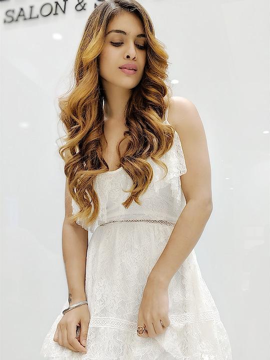 Few more ❤️❤️🔥🔥😍 #newhair #newlook #haircolor #hairstyles #hairdo #hairlove #sexy #hot #lit #itslit #lovingit #posing #happiness #bloggerstyle #blogpost #beautyblogger #style #stylo #styleblogger #hermosasalonandspa #fashion #fashiondiaries #fashionblogger  #luxuryblogger #nehamalik #model #actor #diva #blogger #instalike