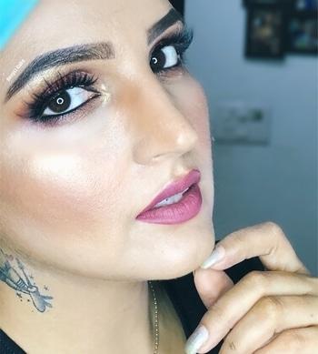 Happy Sunday guys!!! ▫️▪️▫️▪️▫️▪️▫️▪️▫️▪️▫️ ☑️TURN ON THE NOTIFICATIONS FOR FURTHER UPDATES @muadeeptigaba ▪️▫️▪️▫️▪️▫️▪️▫️▪️▫️▪️ #makeupclips #makeupslaves #makeuptutorial #makegirlz #makeuplook #makeupartist #makeupaddict #beautyblogger #beauty #Hudabeauty #hudabeautyfauxfilter #liquidlipstick #contouring #lashesonfleek #browsonfleek #laurag_143 @hudabeauty @benefitindia @shophudabeauty @monakattan highlighter #tattoogirl