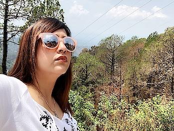 I think sometimes when yu want attention, yu can wear sunglasses, and people are like, 'Who is that?' ------------------------------------- #shilpajoshi #shilpajoshistyle #shilpajoshiofficial #shilpajoshisinger #love #life #hills #savage #home #pahadi #pahadiswag #himachali #selfie