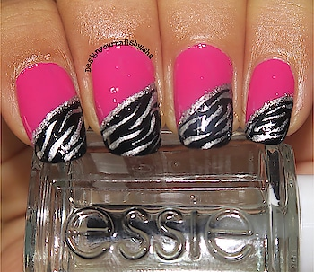 Hi everyone, I was the part of this awesome collab to recreate @robinmosesnailart zebra print nail design She is an inspiration for us ☺️☺️ Love her freehand style💖💖 I hope you like my recreation 😍😍 #robinmoseszebra #inspiredbyrobinmoses #fhnailart #freehandnailart #robinmosesnailart #robinmoses #inspiredbyrobinmosesnailart #practicemakesperfect #nailart #nails #designyournailsbyisha #ishanailart #recreation #nailartrecreation #zebranailart #animalprintnailart #freehandnails #artist #nailartist #nailblogger #photography #roposonails @design_your_nails_by_isha 💗