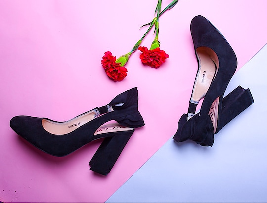 Keep your outfit interesting with these Business Ruffles #INTOTOs  . . .  #womenswear #formals #blackpumps #ruffles #ruffledpumps #fashionforall #globaltrends #designershoes #trending #heelsbranded #brandshop #shoesaddict #dailyfashion #shopforless #shoesforless #specialoffer #sale