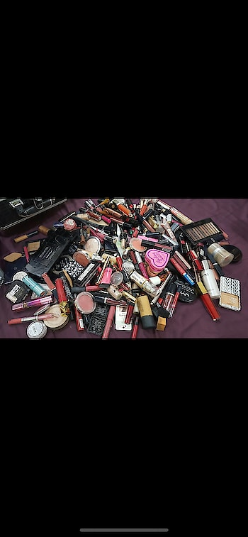 Are you a makeup junkie??  #mycollection #declutter #makeup #makeupjunkie #collection #beauty #beautyblogger #nudetoberries #soroposo