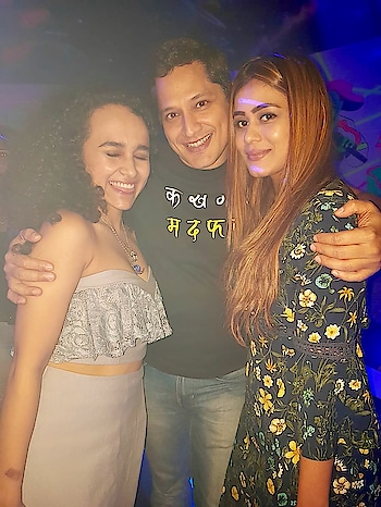 With my two favourite people ... the super dancer India's Shakira @snehagupta28 n the upcoming super singer @utkarsha92 Two talented beauties with the beast 😝😝😝😝 #bff #friends #parties #gettogether #lovelies #talented #beautywithbrains #lovethem #blessed