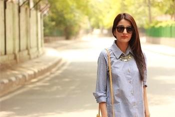|| Shirt dresses + rose gold slides 💃🏻🙌🏻 . 📷- @unnatiwantsyourwifipassword  . .  #howilikeit howilikeitjournal #geetikasehgal #fashion #fashionblogger #blogger #indianfashionblogger #indianblogger #bloggersofinstagram #delhi #delhiblogger #rosegoldslides #rosegold #newpost #fashion #shirtdresses #shirtdress #stripes #roposo #soroposo#roposotalenthunt