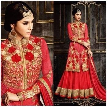 Red Sharara Suit  Product code - FCSS618 ⠀ Available at www.fashionclozet.com⠀ Whatsapp - +919930777376⠀ Email - info@fashionclozet.com⠀ or DM for enquiries⠀ #priyankachopra #priyanka_chopra #priyankachoprafans #priyankachoprateam #likeforfollow #bollywood #bollywoodstyle #indian #bollywoodfashion #bollywoodfans #bollywoodforever #bollywoodstar #bollywoodindia #bollywoodvideo #sonamkapoor #anushkasharma #parineetichopra #kareenakapoor #bollywoodvideos #kareenakapoorkhan #kritisanon #desi #desigirl #designer #actresses #chudidar #saree #tollywood #dishapatani #beautiful