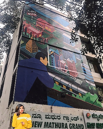 Today while heading to work I was awestruck by this beautiful graffiti done on the outer walls of @oyorooms hotel Kanishka in majestic.  This piece of art and creativity just brings in a lot of vibrancy to the city, apart from showcasing the Bangalore vibe.  Absolutely love the concept showcased with #OYOcityvibes