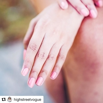 #Repost @highstreetvogue (@get_repost) ・・・ Tried the peach nail paint after so long with @bigstylist 💅🏽💋 #StutiSingh #highstreetvogue #Nails #spaathome #beautyservices #stayhomebeautiful #BigStylist