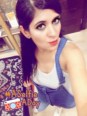 #selfie #dungaree #fashion #fashionblogger #fashionbloggerindia #fashionbloggerdelhi #fashionbloggerstyle #styling #summer-style #makeup #eye-makeup #aselfieaday