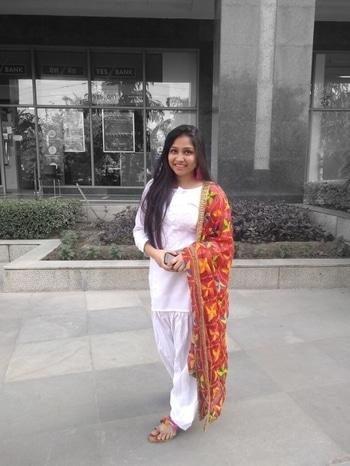 Phulkari dupattas add dash of colours to Indian wear #whitekurta #white #whitekurtapajama #phulkaridupatta #phulkarilove #phulkariwork #tassellove #tasselearrings #fashionpost #tasselfootwear