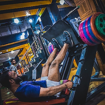 Leg Day be like  C O L O R F U L  2*{(25*2)+(20*3)+15+10} 270kgs x 12reps  #lightweightbaby #leangains #goheavyorgohome💪 #gymphotography #iphonephotography #strengthtraining #followmetofit #hardcore #mensfashion #fashiongram #fitness #followme #fitnessmodel #lifestyle #likeforlike #followmeformore #dm #shoutout #myfavouritebar #colorsoflife #colorcodeweight #gabru_channel #gabru