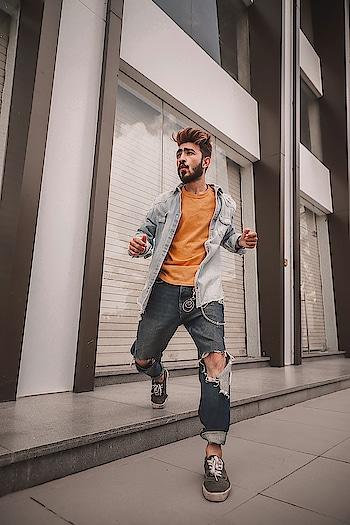 Before I even know her name LA LA LA, It felt like OH LA LA LA😲 . . . #kartavyamakwana #senorita #hiphop #dance #hm #fashion #fashionmodel #yellow #denim #funky #blogger #indianblogger #suratblogger #suratinfluencer #menswear #menstyling  #style #trend #fashionpost #influencer #ootd #ootdmen #combination #potraits #dusky #surat #india #instagram .