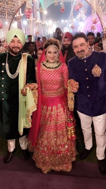 #indianweddingfashion #brides #shaadi #fun  #picoftheday #prettybride #makeuplook #meenakshiduttmakeoversdelhi #umeshdutt #roposodutts #roposoweddings #roposofashionblogger
