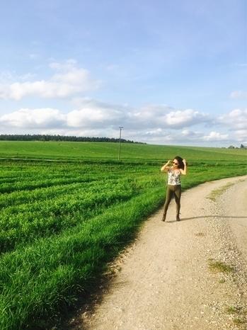Travel in style @styleandtravelcloset #munich #bavaria #germany #women-style #styleswitch #travel #tallyweijl #dressup  #followforfollow #fashiontrends #roadside #allaboutfashion