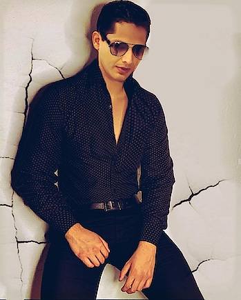When in doubt wear ur glares 😉😉😉 #photoshoot #pics #picedits #photography #photo #model #actor #shoot #pose #glares #glasses #chic #dapper #dressup #enjoy