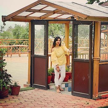 My best is yet to come ✨✨❤️ Top @veromodaindia  #soroposo #roposogirl #veromoda #shortrip #dehradun_diaries #travelporn #travellover #traveltolive #travelgram #lovetotravelalways #weather #livelaughlovetravel 😍