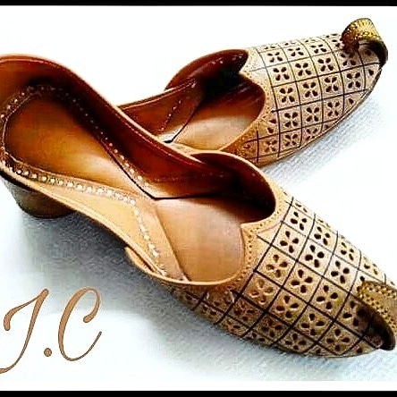 As amazing to look at as comfortable it is to wear! This is indeed a popular pick for women who love wearing Punjabi Juttis in parties!  Rate 650 with FREE shipping  FOR WHOLESALE  SETS CL ME   WATSAPP OR CALL 9760993122  #jutti #style #leather #fashion #footwear #designer #madeinindia #happynewyear #PUNJABIJUTTI #INDIA #PUNJAB #CANADA #DELHI #PUNJAB #MUMBAI #NORTHINDIA #DUBAI #WHOLESALER #RESELLER #INDIANBLOGGER #ROPOSO #PINTEREST #INSTAGRAM #FACEBOOK #INDIASTARTUP #NEWYEAR2017