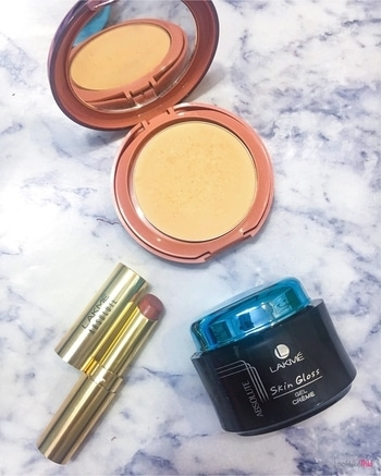 3 things I'm loving from @lakmeindia currently 🙂🙂🙂 💫 the absolute skin gloss creme - gives a smooth looking finish to the skin and works as a primer too 💫 the 9 to 5 primer + matte foundation is perfect for those 'no makeup' makeup days and it stays matte and fresh too 💫 argan oil enriched lipstick in soft mauve..it's mauve and that's enough for me to love it 😍 . . . . . #makeup #beautyproducts  #makeuptutorial #makeuplover #motd  #lipstick #lipstickswatch #lipstickaddict #lipstickoftheday #lipstickjunkie #indianyoutuber #igers  #mumbaiigers  #bblog #bblogger #beautybloggers  #beautyjunkie #beautycommunity #beautyobsessed #beautyvlogger #flatlay #flatlayoftheday #indianyoutuber #makeupoftheday #lipstickoftheday #beautygram #makeuplover #flatlayoftheday #makeupoftheday #blogsociety  #flatlaysquad #flatlaytoday #flatlaylove