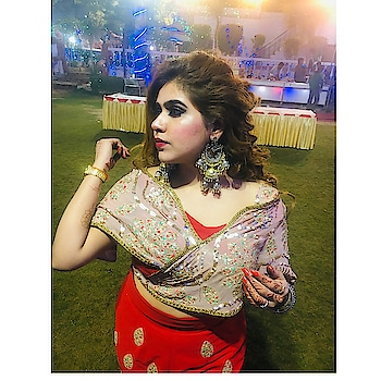 #veerediwedding #designerdress #palamvihar #vanshikagreengarden #red #rosegold #roposogirl #roposomodel #featureme #thankyoumyfollowers 💋💋❤️💋🌸