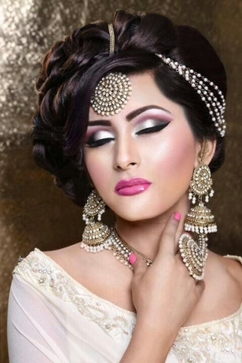 #be beautiful be gorgeous👰 #divinity jewellery #photographyideas #eyemakeuplove #poserbride  #jewellery