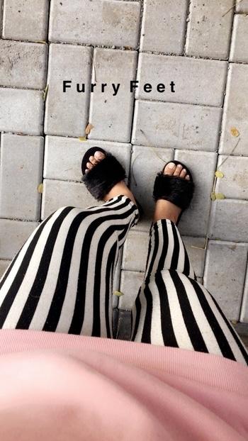 Furry feet 👡 . . . . . . .  #ithinkboho #black #fux #fur #sliders #footwear #styleblogger #winters #slipons #love #life #fashionblogger #blacknwhite #instapost #instalove #instastyle #fblogger #trending #roposoblogger #roposolove #slippers #ropostyle