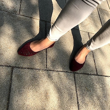 Sunny days call for colored accessories  . . .  #INTOTOs #fashionforall #globaltrends #designershoes #shoesaddict #brandshop #trending #dailyfashion #shoelove #shoefie #everyday #musthave #collegewear #daylook #casualshoes #sale #shopforless #maroon #flats #FeetCozy #day #sunlight
