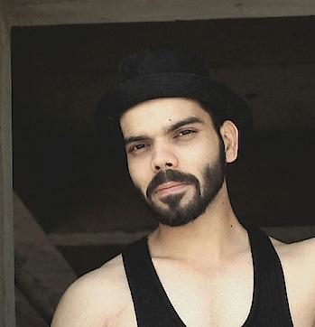 #hat #hatstyle #blackhat #blacklove #muscle #maninblack #photoshoot #roposo #roposo-style #throwback #intense #summer-style #summer-fashion
