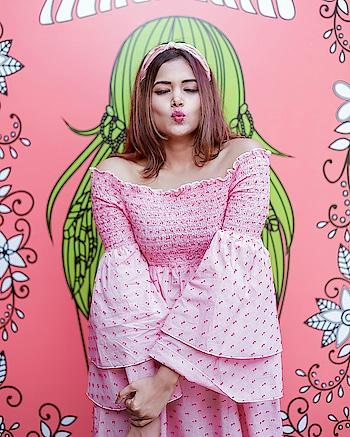 Morning Kisses 💋💋  #wardrobesecrets #indianfashionblogger #indianlifestyleblogger #pinkdress #portrait #indiantravelblogger #indianbeautyblogger #indianblogges