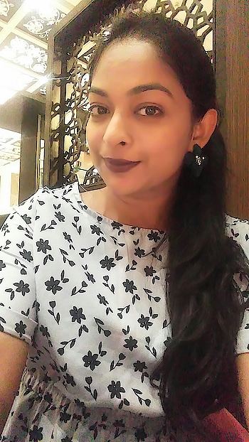 Wine lips for today! . #makeup #makeupblogger #fashionquotient #rangoli #ootd #wow #captured #trending #selfieoftheday #make-upblogger  #roposostars #twinklewithmystyle