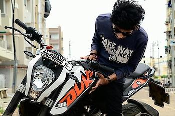 "i Dnt wanna be alone 4avr bt i love gypsy ,life""... ....@pixlet_romio ...#indianphotographer #duke #dukelover #loveofbikes #swaggyboy #indianswag #janna #fationstyle #loveofcamera #lyfgoals😎✌️ #loveofmylife❤️ #ounphotography #pakkogujarati #awsmplace😍 #swaggyboy #gujju #kingswagg #mojilo #minionslvr #nikond7000 #niKonboy #beingphotographer #bestcaptures #coolneture #x #abhiphotography 📸"