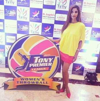 """Watchout for this space ..... time for some action #girlpower #womanpower #throwball lets get """"luckkyyyyy"""" and roll the ball 😇😇😇 #TPL #vnctventures #tonypremierleague #sports #sportswear #indian #fitindia #sandhyashetty #lucky #throwball  @luckiam #launch  go go go 🏐🏐🏐"""