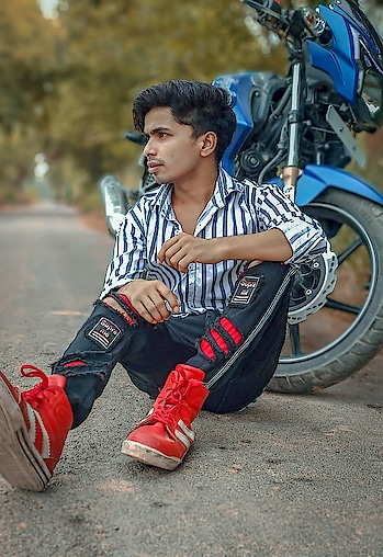 #model #fashion #blogger #fashionblogger #shoaibrehman099 #boysdpz #boysdp #photoshoot #roposo #roposo-rising-star-roposo #roposo-lovers #roposofeed #roposofashionblogger