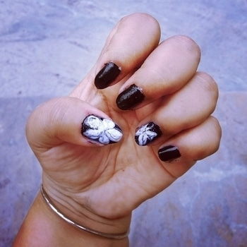 #butterfly #flowers #marble #nailart #nails #nails2inspire #black #white #black-and-white #lefthand