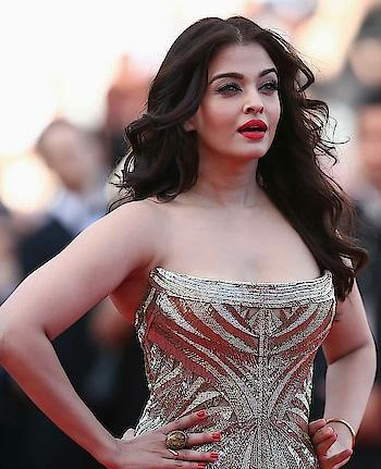 #aishwaryarai #aishwaryaraibachchan #filmistaan #bollywoodactress #woman-fashion #actressfashion