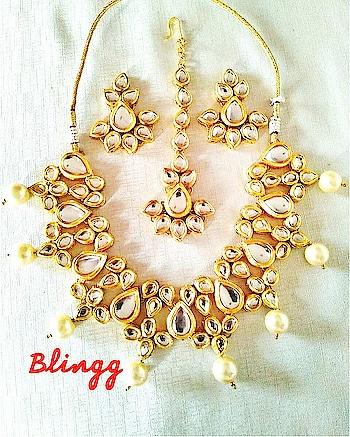 jadau pure kundan festive neckhugger..#fashion  #fashionables #festivefashion #jewellery #indian  #mumbai #trendy #styles #accessoreries #kundan  #ethnic #classystyle #online-shopping
