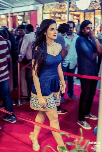 I think sometimes words ain't enough 💖 #Smtt #bollywood #premiere #redcarpet #dreamday #gratitude #Happiness #blessed #roposofashion #ropolove #ropodaily #roposotimes #roposolook #roposoworld 🙏
