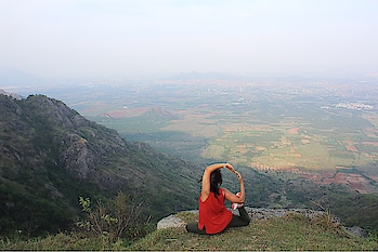 Witnessing the mesmerizing beauty of nature, overlooking Tamil Nadu from Kerela 💕💕 It amazes me how the human race has made all these places accessible, just pray that they get there mind too at the right place and stop thinking of themselves as superior to females.  Love traveling in India, it never ceases to amaze you. Incredible Country with incredible people (in both good and sarcastic way) . . . . #mermaidpose #incredibleindia #munnar #yogainspiration #yoga #yogisofinstagram #indianyogi #travelyoga #travelyogi #picoftheday📷 #potd #indialove #kerela #kereladiaries #roadtrippin