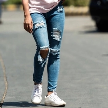 Life is Supposed to be Fun ✌🏻️and So is Fashion ✔️Let's your ripped denim Reflect your Personality ❤️  •I am going to publish this - WHAT TO WEAR WHEN KEEPING IS CASUAL •  Post Today 😘 Have a great day 💕  . . . . . . . . 😍 . . . . . . ••••••••••••••••••••••••••••••••••••• #angelmstyle #meenafashionblogger #meena #delhifashionblogger #delhibeautyblogger #delhitravelblogger #delhilifestyleblogger #fashionblogger #beautyblogger #travelblogger  #indianfashionblogger #fashiongram #delhigram #lookbook #ootdsubmit #wiw #ootd #fashionstylist #fitnessmotivation #roposostreetstyle #popxo #popxoblognetwork