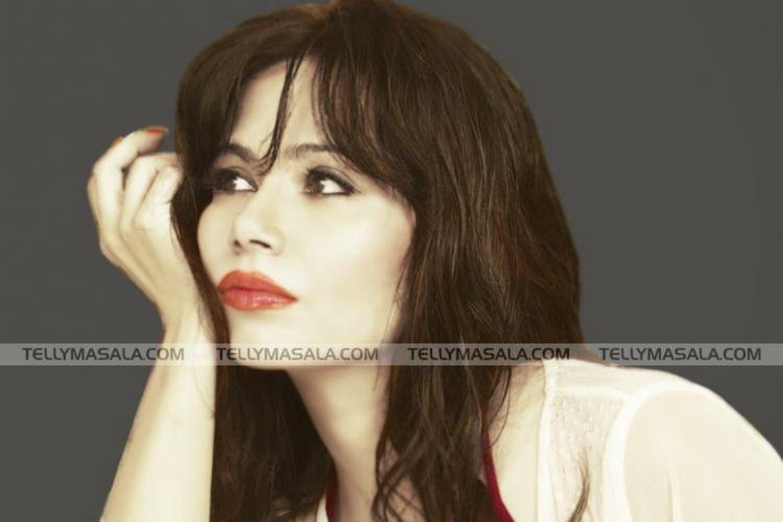 #red #redlipstick #rednailpolish #darkkajal 😉 #makeup #lipstick #colorbar #colorbarlipsticks #poser #posing #webstagram