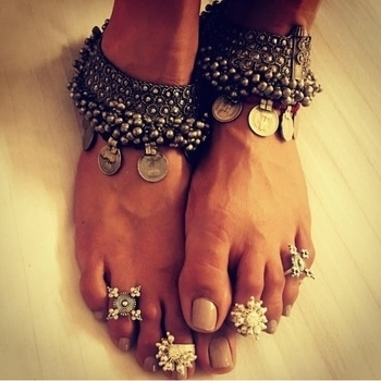Submission... #siver #bhopal #toerings #footporn #feet #payal #anklets #ethinic #tribal #beautiful #moments #shy #happyme #love #actor #flyinghigh .😘