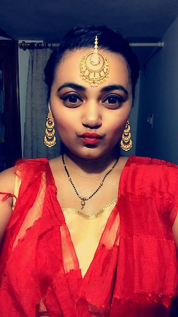 Navratri got me all red and gold! #Navratri #Garba #VadodaraBlogger #SuratBlogger