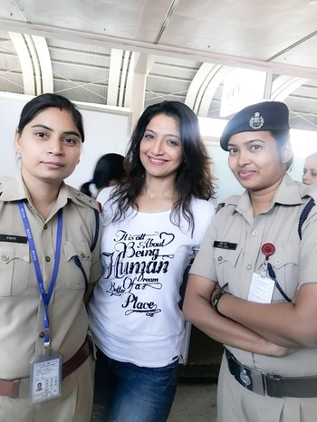 #mumbai #airport #policewomen #Pictures #selfies as they cant take on #duty #abuseshortfilm #warched & #praised  u them #feeling #honoured #respected #loved #shortfilms are not #small anymore #aartiinaagpal