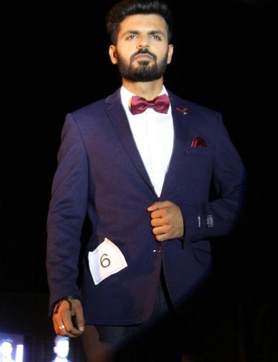 You gotta start doing something you like right away!  . . . . #bloggersofIndia #OOTD #mumbaifashionblogger #bloggerlife #bloggerstyle #bloggerdiaries #blogpost #Black #aviators  #bloggerwear  #beardlife #shootdiaries #mensfashion #menstyle #mensstyle #menfashion #ootdmen #beard#HouseofClass #Mumbai #Basics #wegroom #sssmagazine #roposo #soroposo #roposomen #theowbackthursday  #suits
