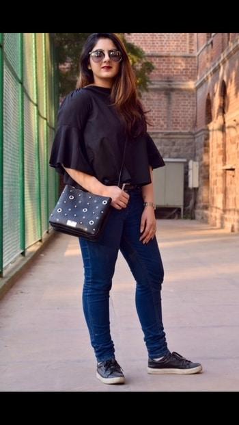 #fashion #stylist #fashionstudent #freelancestylist #blog #instablog #fashionblogger #lifestyleblogger #style #instapic #instadaily #silhouette #india #toronto #yyz #bts #wardrobe #photoshoot #aldo #ninewest #forever21 #topshop