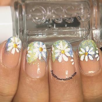 Recreation of Daisy Nail Design by @robinmosesnailart #inspiredbyrobinmoses #freehandnailart #daisies #robinmosesnailart #robinmoses #inspiredbyrobinmosesnailart #practicemakesperfect #nailart #nails #designyournailsbyisha #ishanailart #recreation #nailartrecreation #daisynailart #floralnails #freehandnails #artist #nailartist  #2018nails #nailblogger #photography #scra2ch #roposonails #soroposo #roposoblogger IG:design_your_nails_by_isha 🌸